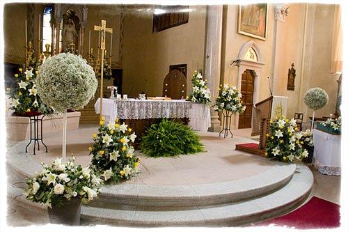 Addobbo floreale in chiesa a Stresa