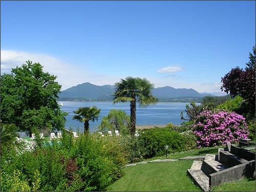 Matrimonio Spiaggia Lago Maggiore : Matrimonio vista lago all hotel ristorante conca azzurra