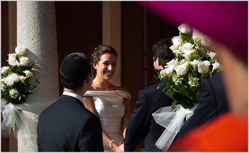 Matrimonio In Comune In Inglese : Abbobbi floreali per cerimonia con fiori bianchi