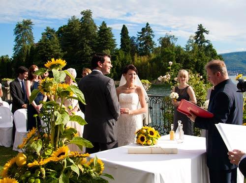 Matrimonio Tema Lago : Girasoli matrimonio sul lago maggiore