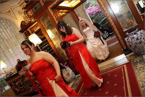 abito-rosso-damigelle-sposa