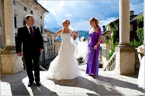 abito-viola-damigella-matrimonio