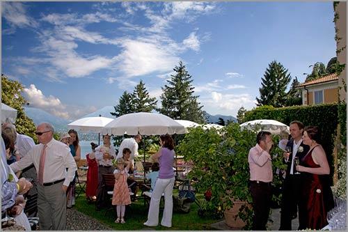 Villa-Margherita-aperitivo-in-giardino-vista-lago