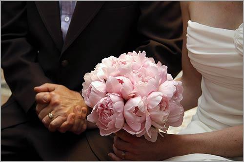 Bouquet per sposa con peonie rosa for Peonie periodo