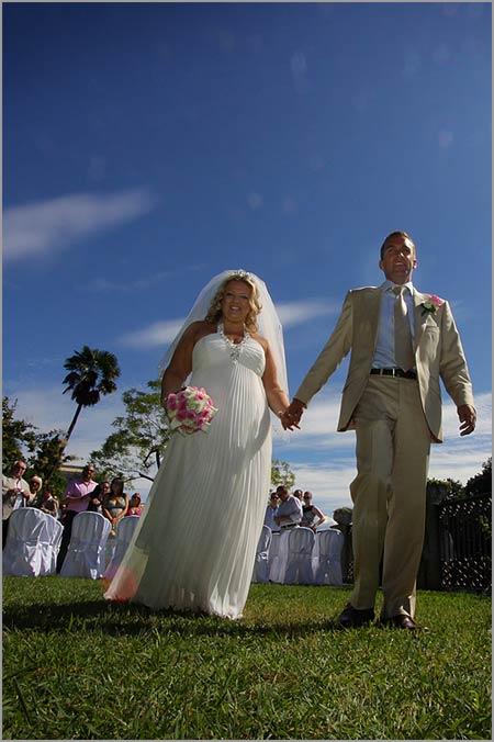 Cerimonia di matrimonio all 39 aperto nel giardino di villa - Matrimonio in giardino ...