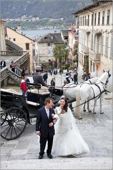 matrimonio in carrozza con cavalli bianchi