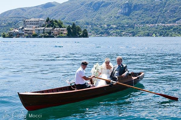 Villa Bossi Orta, arrivo della sposa in barca a remi