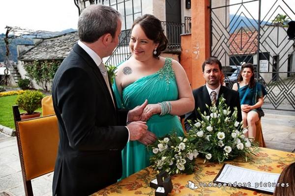 bouquet da sposa con fresie e erbe aromatiche