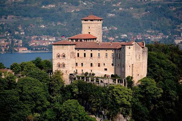 Matrimonio Simbolico Torino : Matrimonio alla rocca di angera
