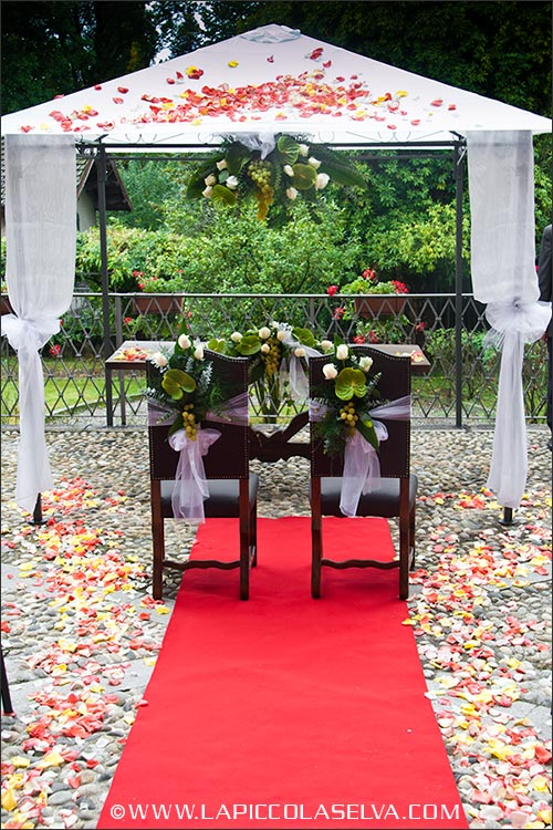 Allestimento floreale per matrimonio civile a Palazzo Tornielli di Miasino