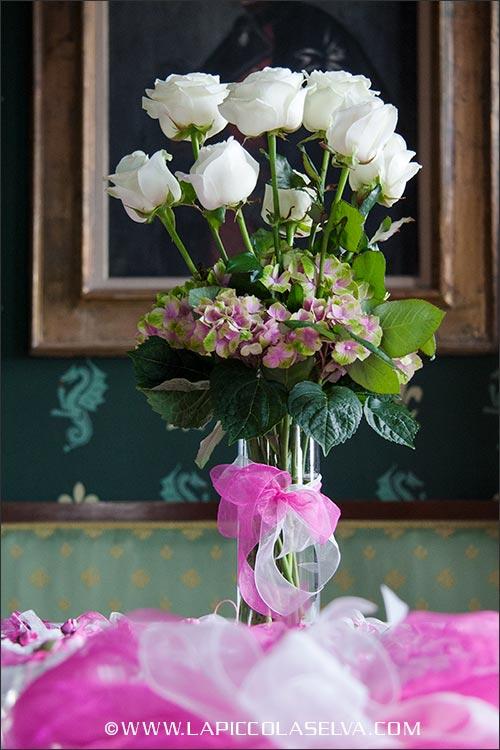 Composizione floreale per tavolo bomboniere