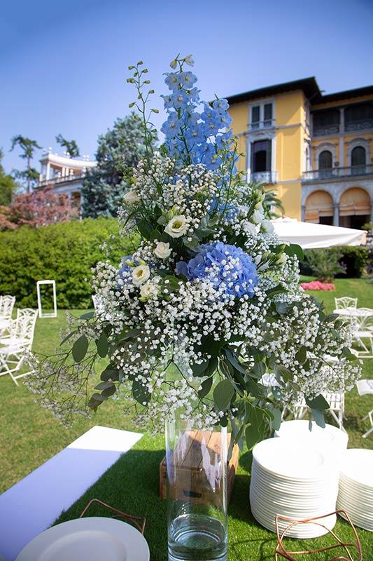 Allestimento in giardino per aperitivo a Villa Rusconi