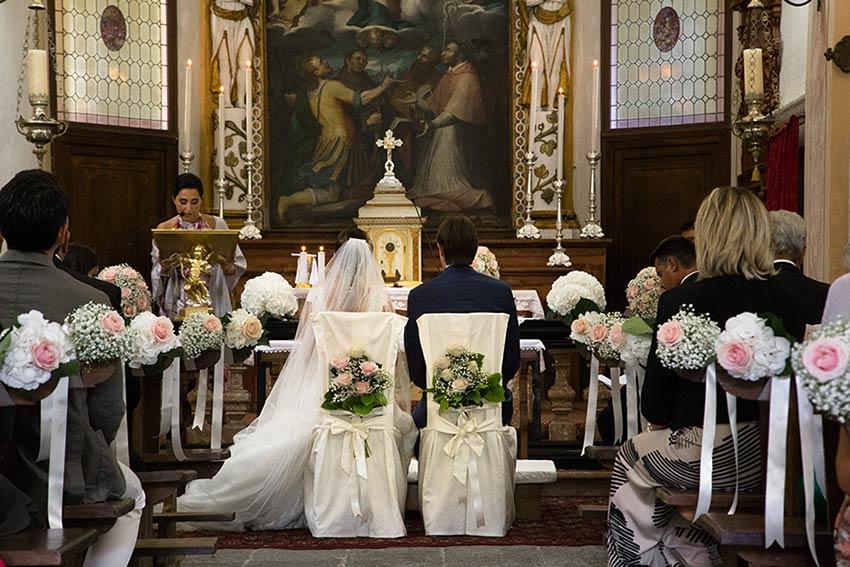 Addobbi floreali nella chiesa del Sacro Monte di Ghiffa