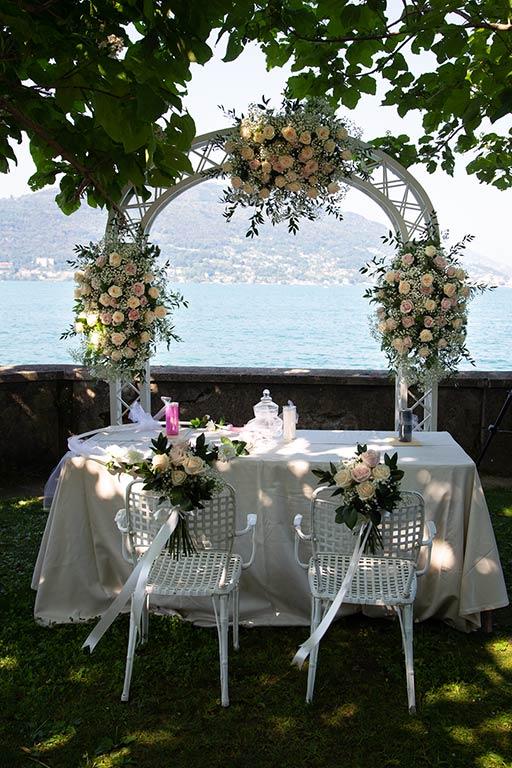 Arco floreale per cerimonia Hotel Splendid di Baveno