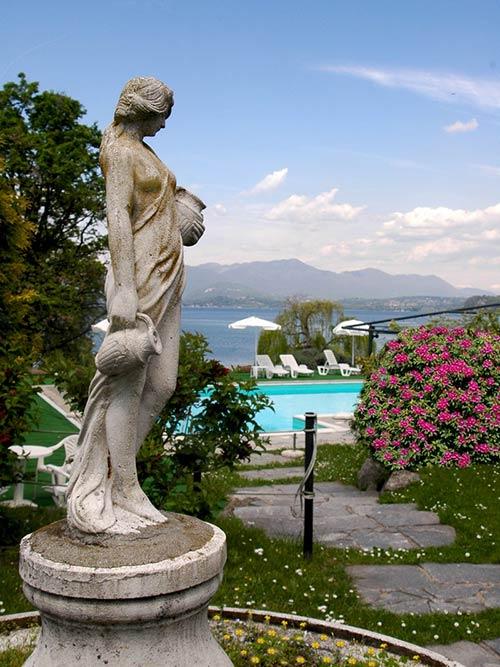 Ristorante con terrazza panoramica sul Lago Maggiore